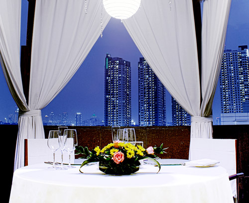 ... Private Dining Room. Sky Pool Bar Will Be The Hot Spot For Valentineu0027s!  Discover Jakartau0027s Skyline With Your Special Someone And Indulge In A  Complete ...